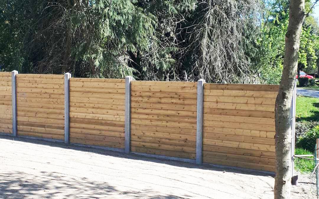 Cloture bois et béton pour entreprise