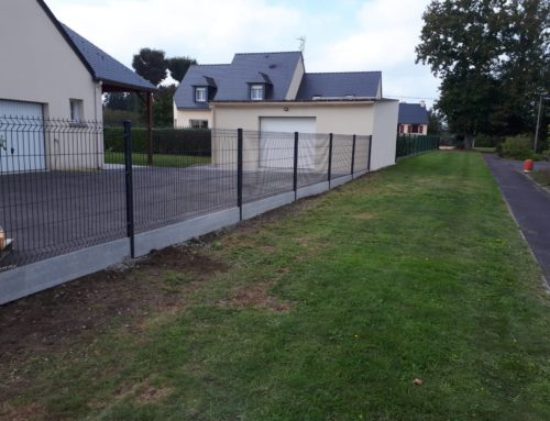 Comment réaliser une clôture rigide sur plaque de soubassement