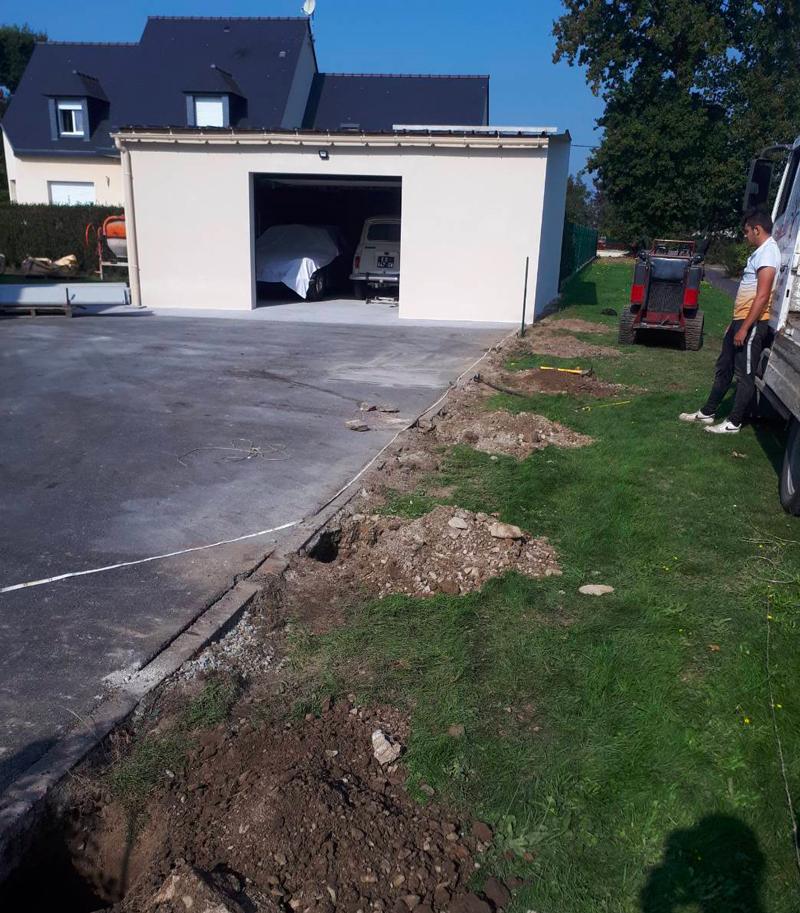 Cloture grillage et béton pour jardin